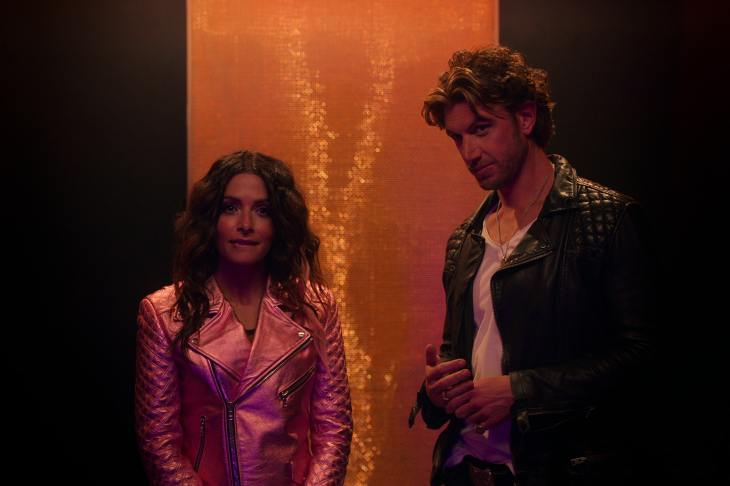 SEX/LIFE (L to R) SARAH SHAHI as BILLIE CONNELLY and ADAM DEMOS as BRAD SIMON in episode 101 of SEX/LIFE Cr. COURTESY OF NETFLIX © 2021