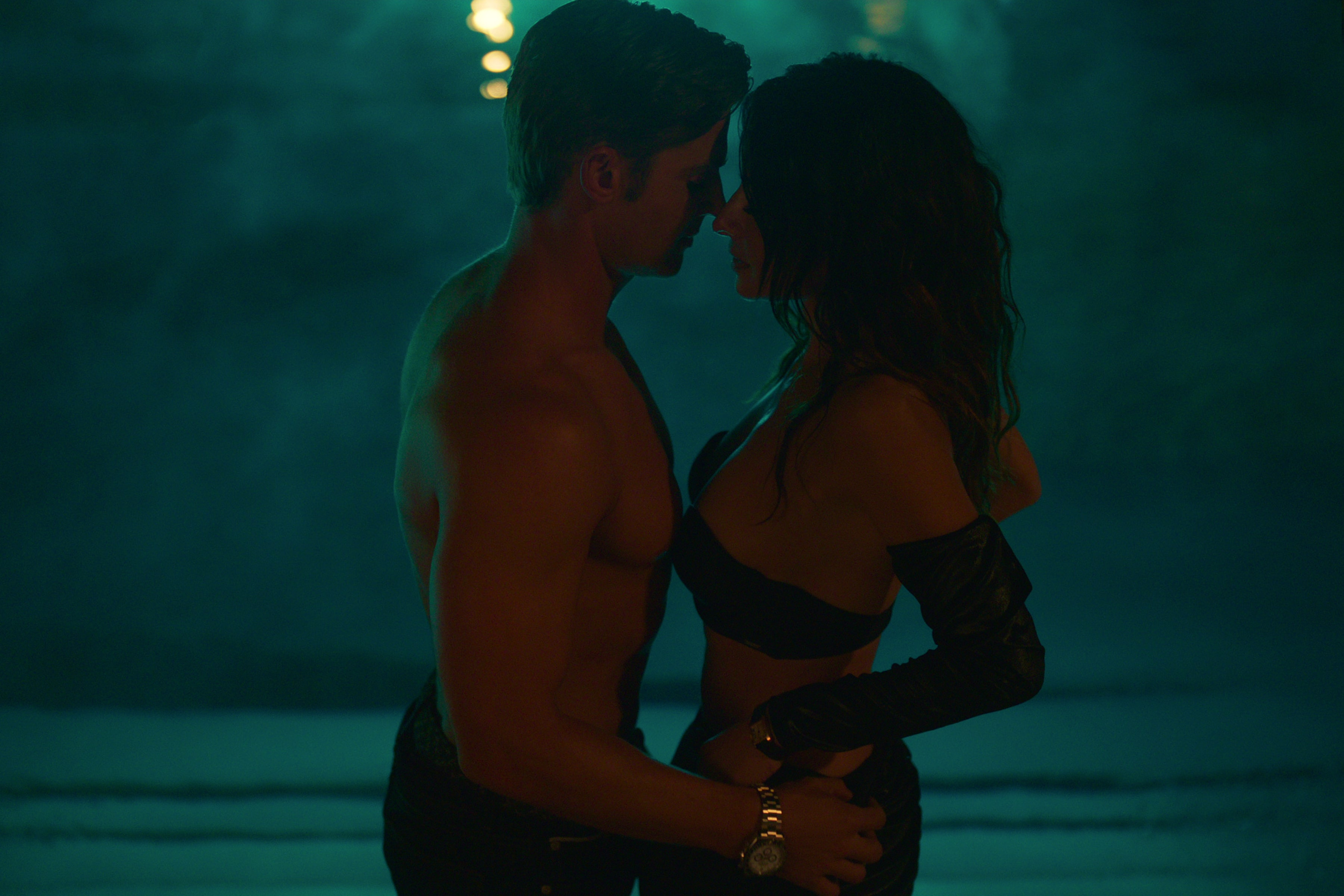 SEX/LIFE (L to R) MIKE VOGEL as COOPER CONNELLY and SARAH SHAHI as BILLIE CONNELLY in episode 102 of SEX/LIFE Cr. COURTESY OF NETFLIX © 2021